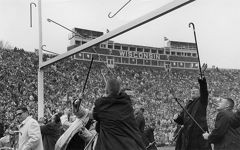 Students participate in the Cane Toss in 1917
